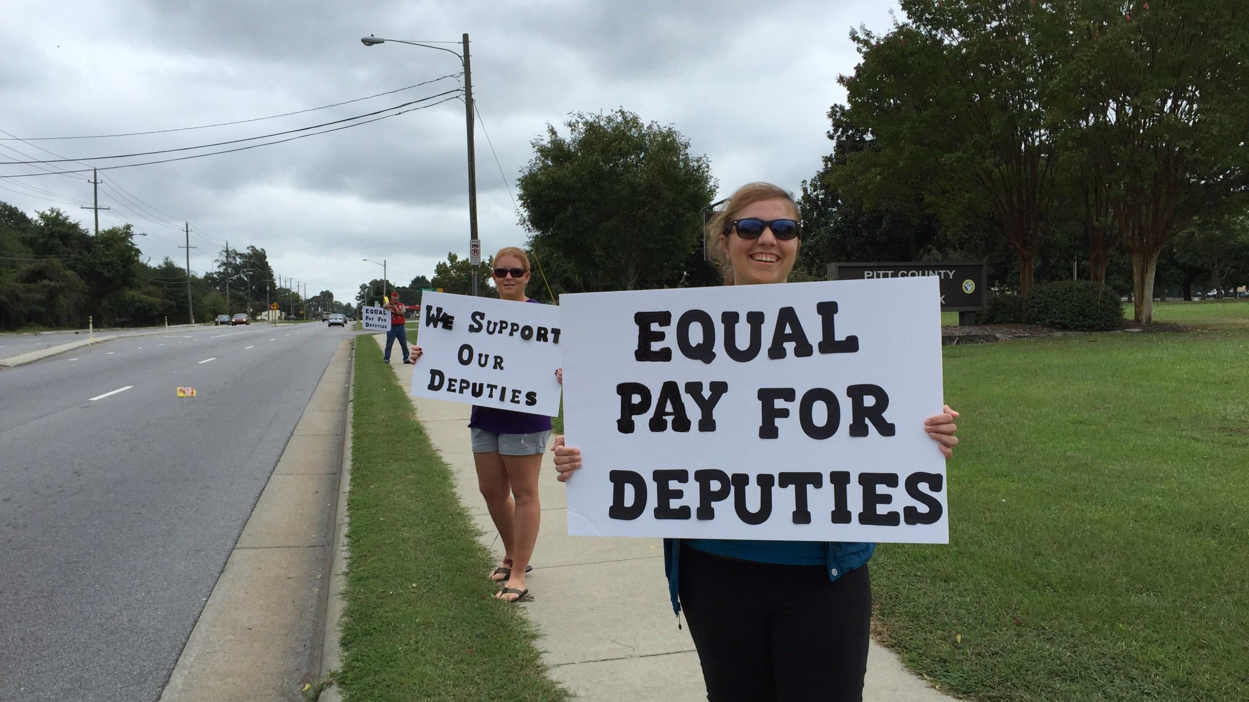 deputy pay protest_75392