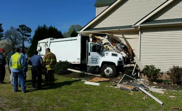 truck-crash_189000
