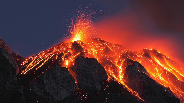 italy-sicily-stromboli-volcano-eruption_199839