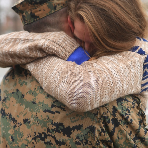 U.S. Marine Proposes To Girlfriend Upon Returning From Deployment_320007