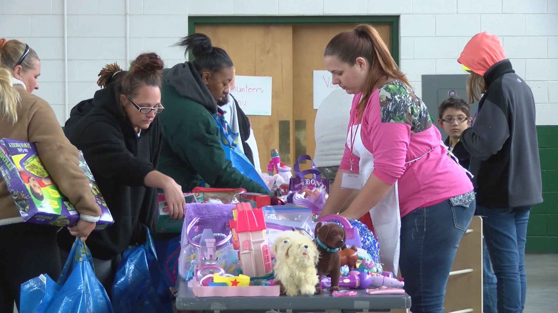 toy-giveaway_318742