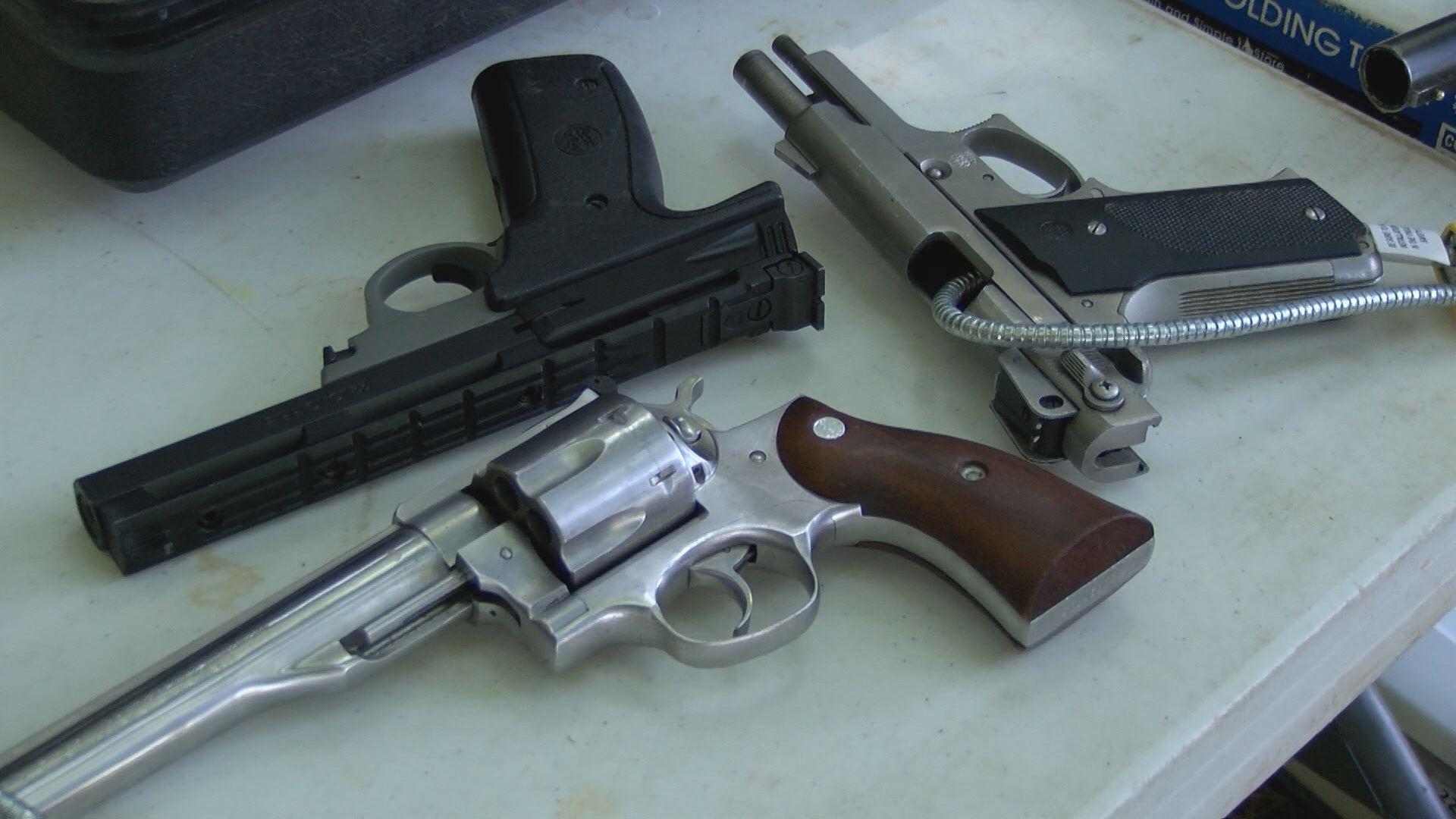 gun violene_434275