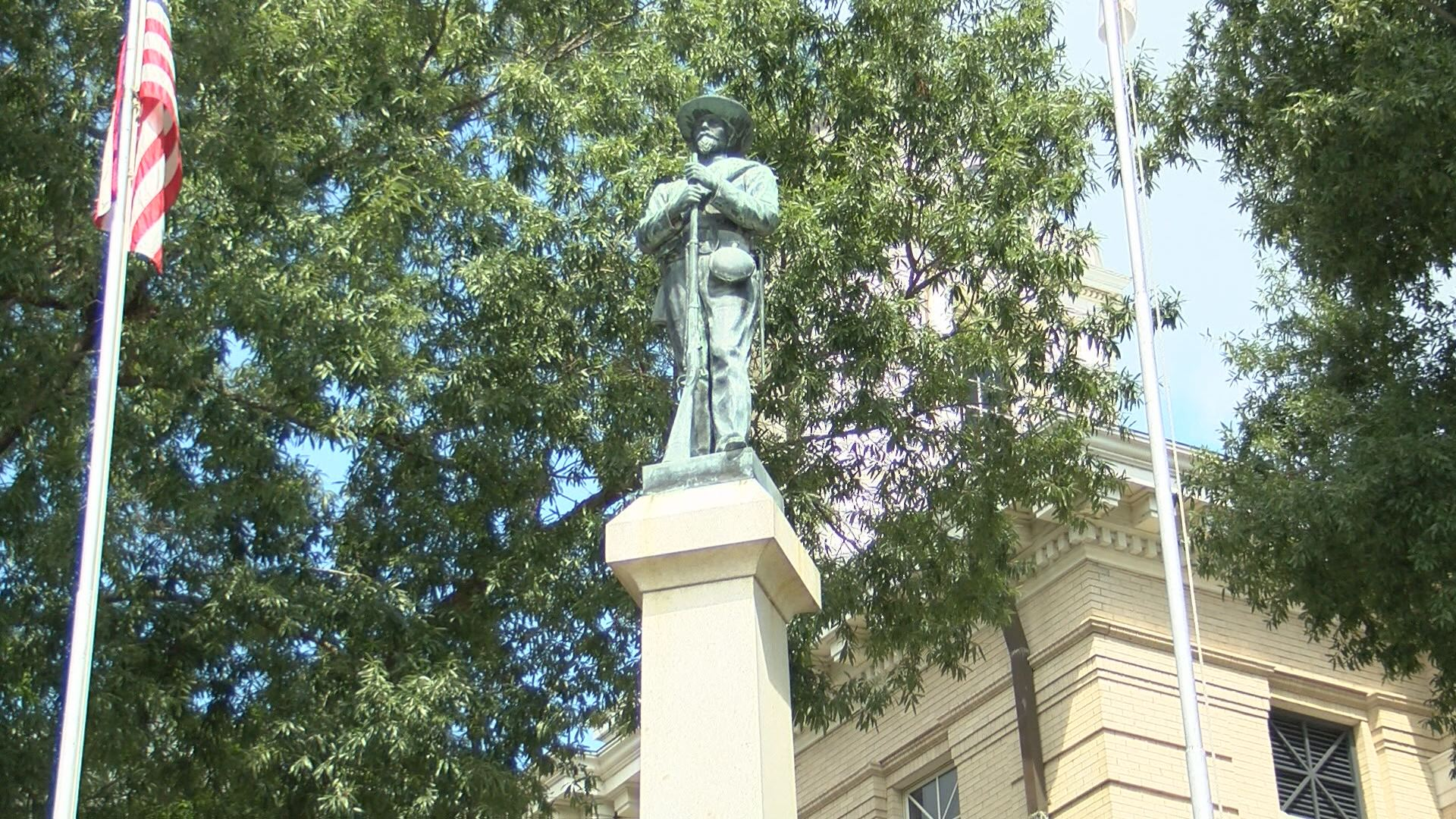 confederate monument_478343