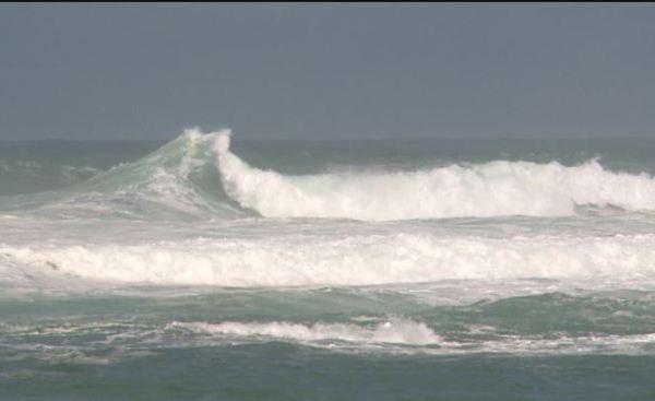 ocean-surf-wavy_465210
