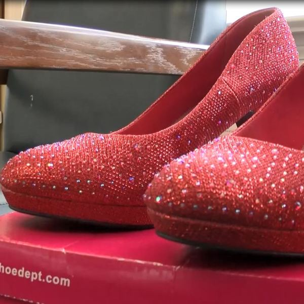 red shoes_481220