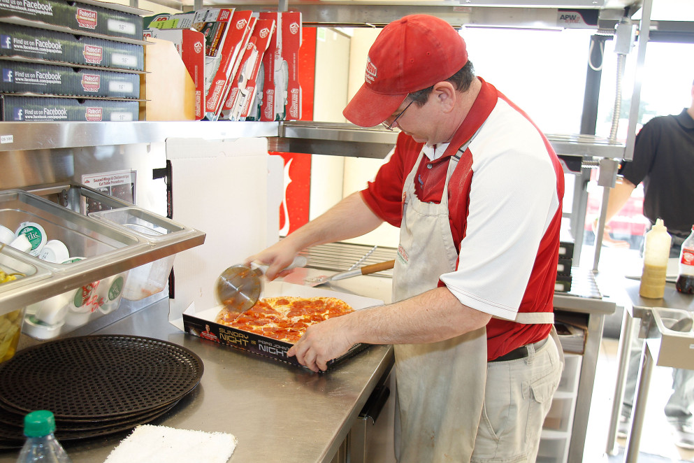 Former NFL Star Cris Carter Delivers Papa John's Pizza In Phoenix, Arizona_500385