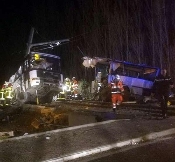 france train bus crash_528799