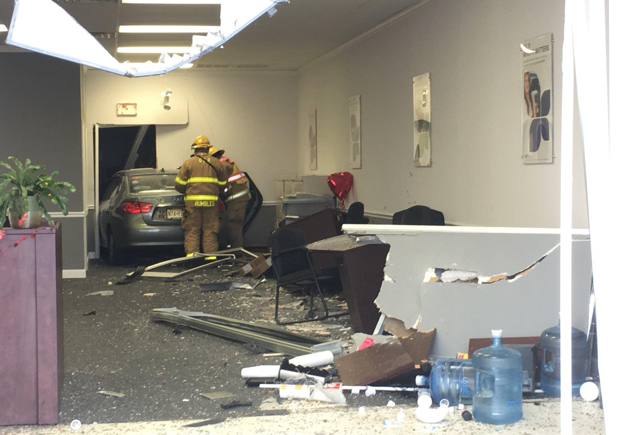 car into building credit gville firerescue_564950