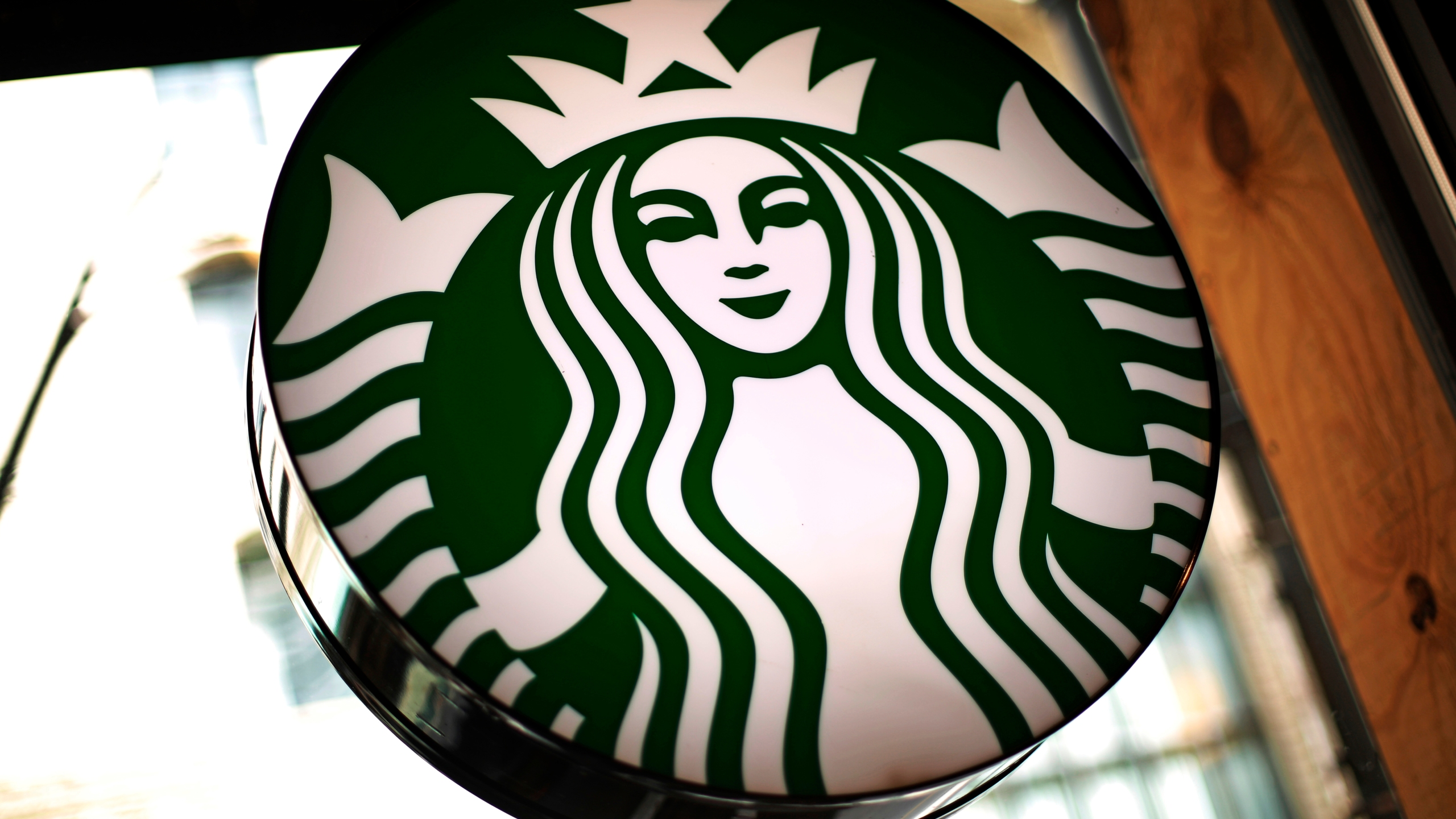 starbucks police officers asked to leave