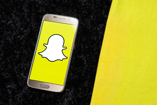 snapchat on phone generic_462743-873704001