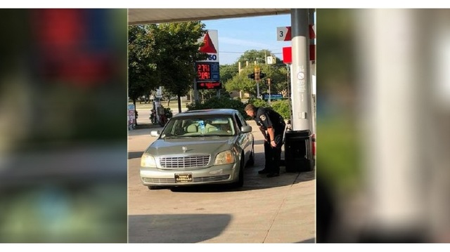 cop buys woman's gas_1536488831105.jpg.jpg