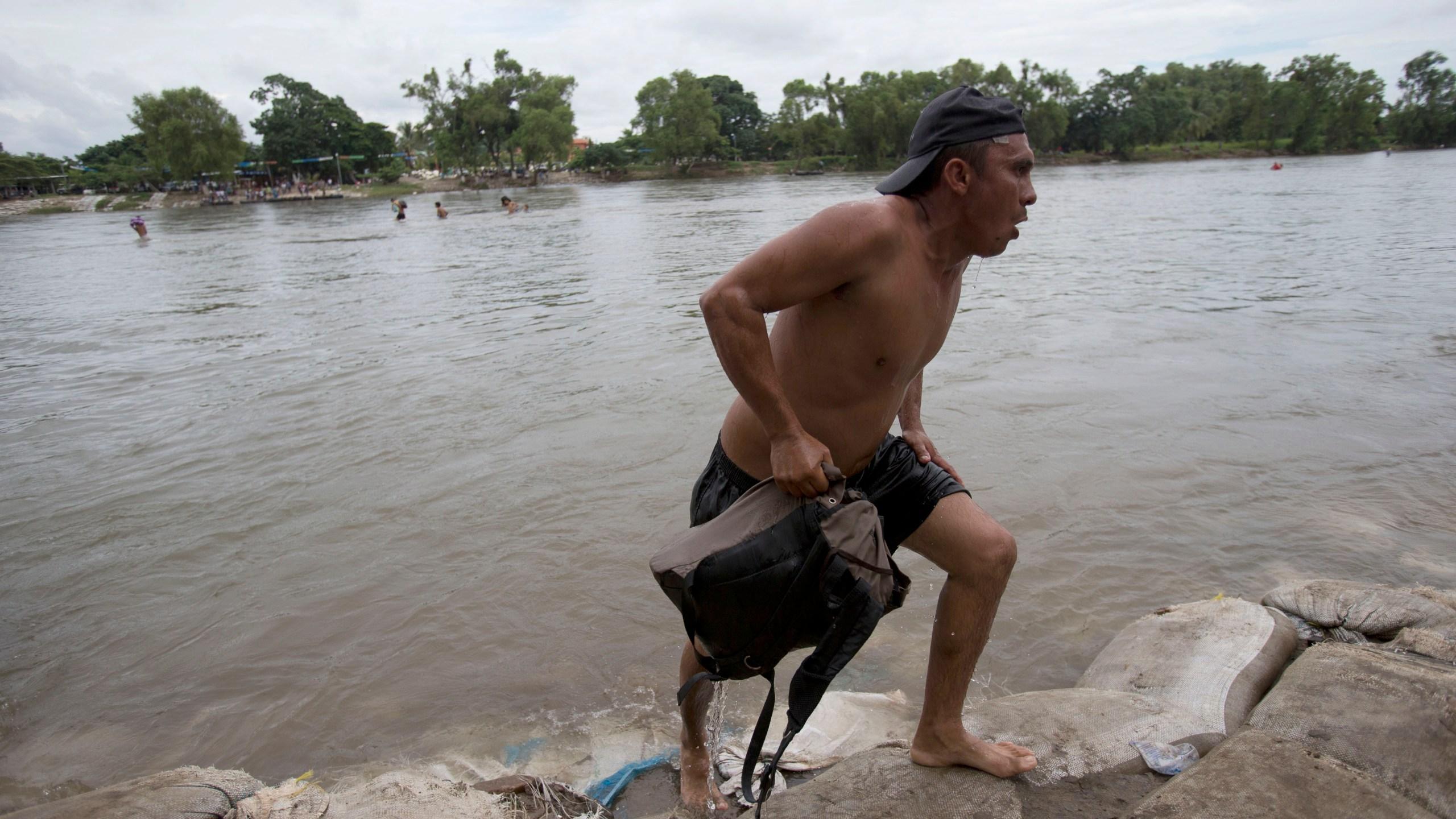APTOPIX_Central_America_Migrant_Caravan_35585-159532.jpg86053842