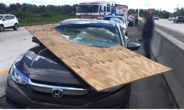 florida driver survives car impales windshield_1539516509910.jpg.jpg