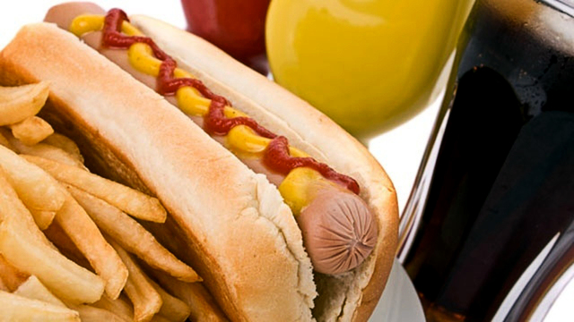 hot-dog-french-fries-unhealthy-food_1521483316137_353168_ver1.0_38618143_ver1.0_640_360_1540206608811.jpg