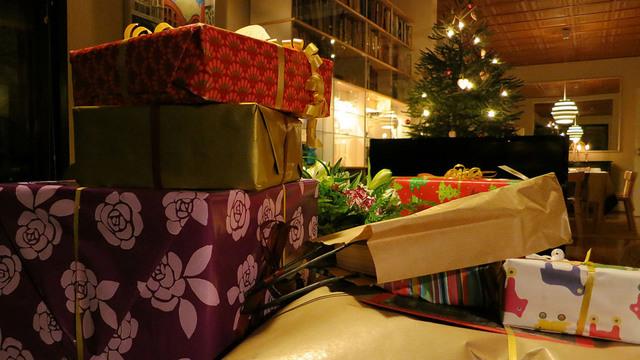 christmas-gifts-presents_37860696_ver1.0_640_360_1543235594502.jpg