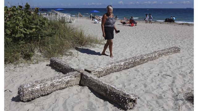 Beached Wooden Cross_1549626222476