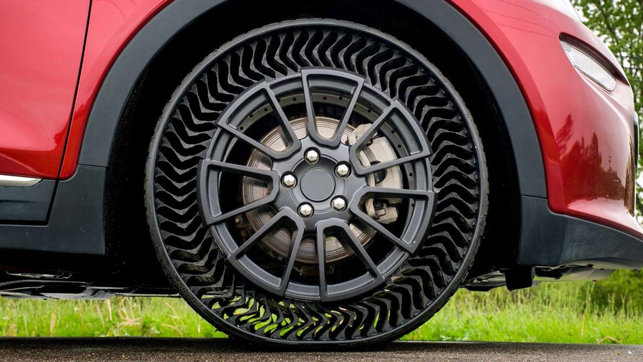 Michelin tire prototype WEB CROP_1559785108401.jpg-846624087-846624087.jpg