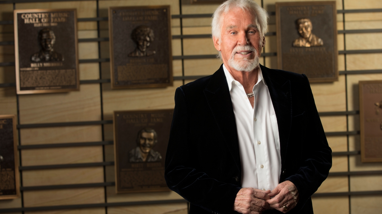 Singer Kenny Rogers dead at 81   WNCT