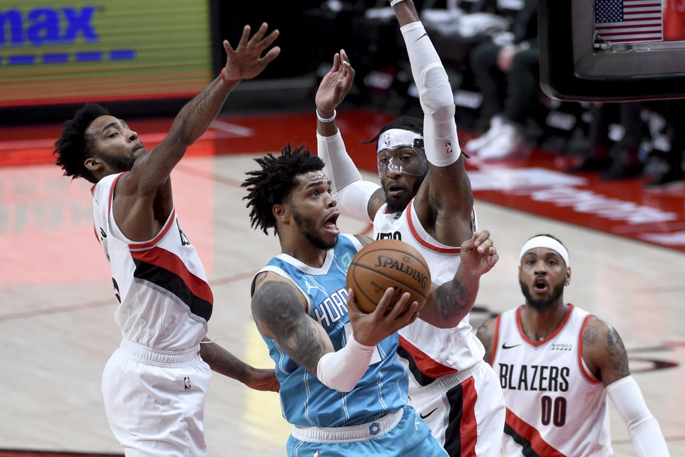 Carmelo Anthony has 29, Blazers down Hornets 123-111 | WNCT